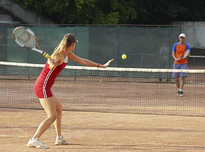 Играть в большой теннис